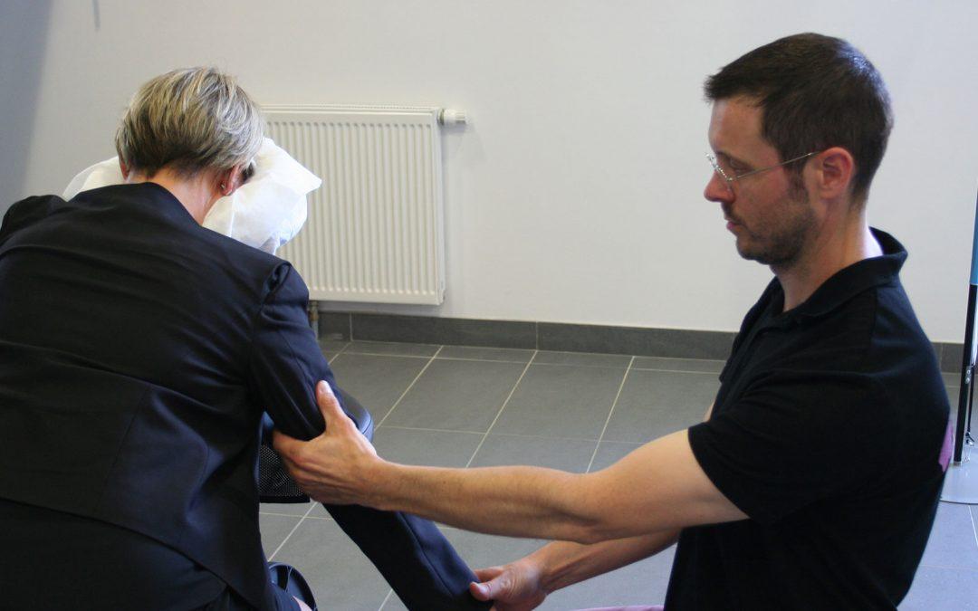 Le massage assis en entreprise -S01E01